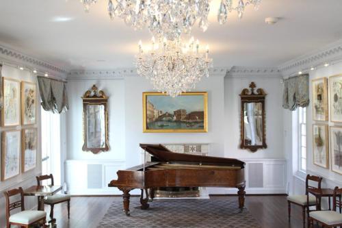 Music Salon